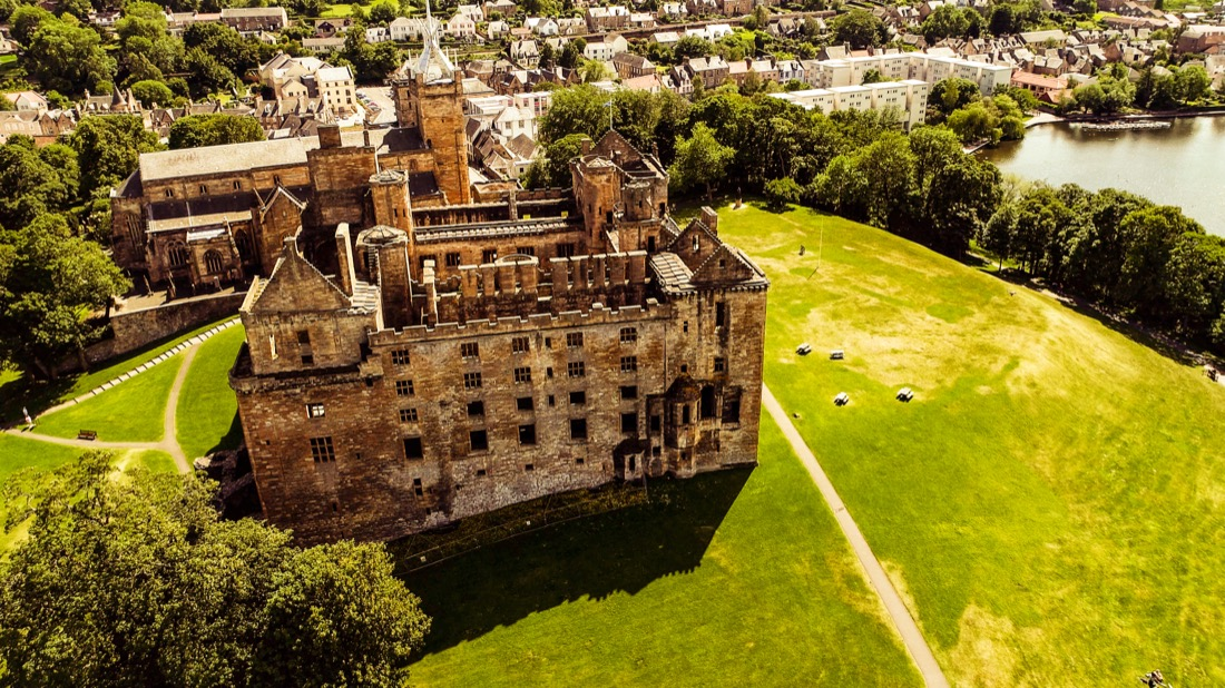 Linlithgow Palace Walking Routes from Edinburgh