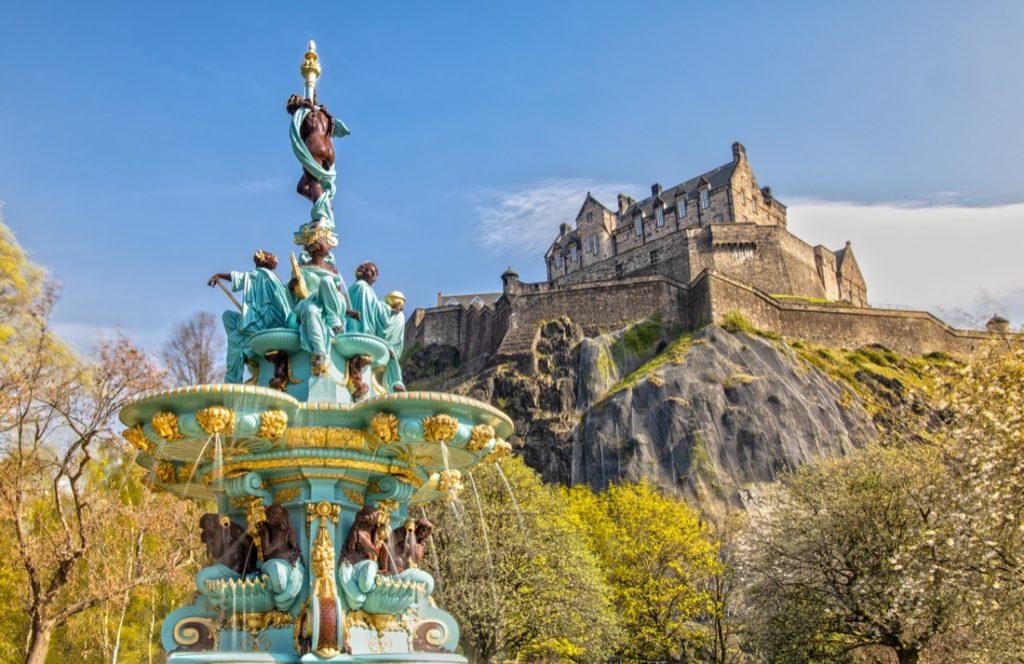 Edinburgh Castle. Fountain. Day.