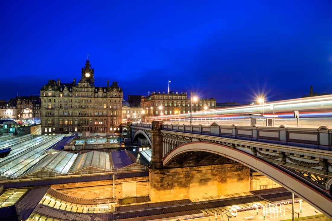 Edinburgh transport. Train. Bridge. Night