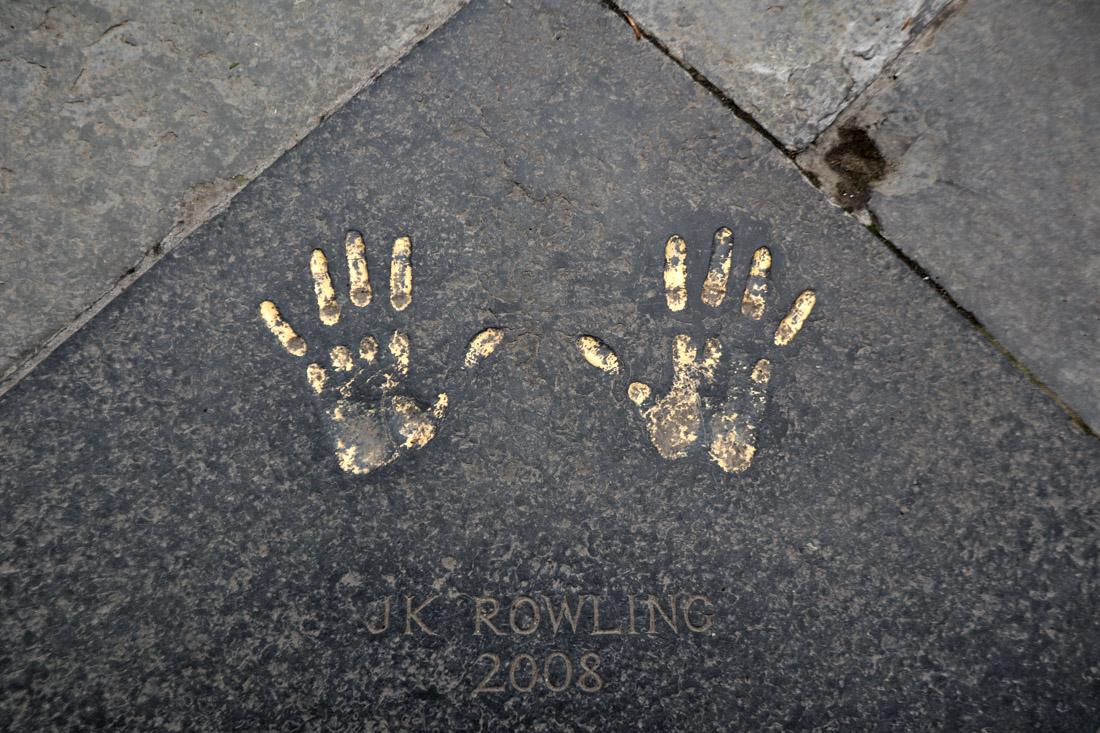 JK Rowling Hands City Chambers Edinburgh Harry Potter Edinburgh