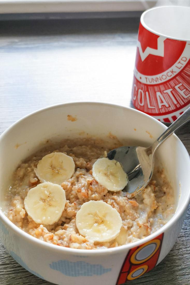 Porridge with banana tea