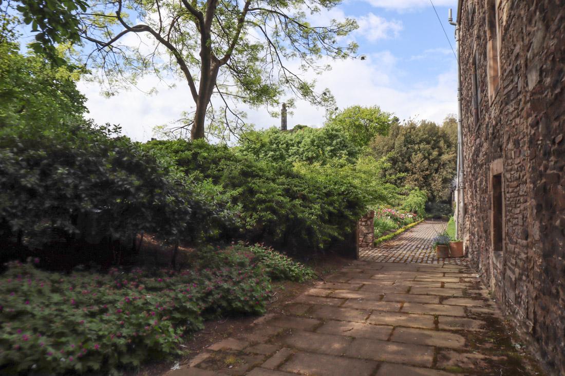Dunbar Close Royal Mile Garden Edinburgh