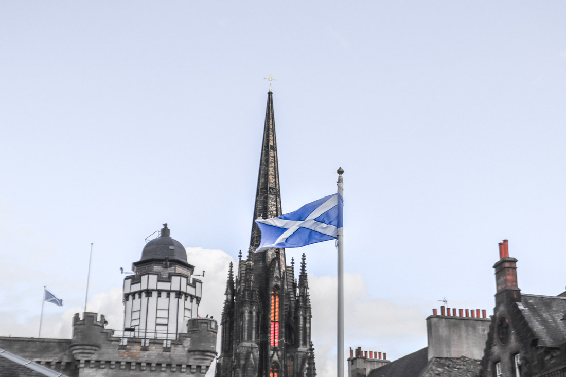 Edinburgh Castle Saltire Flag Edinburgh Activities