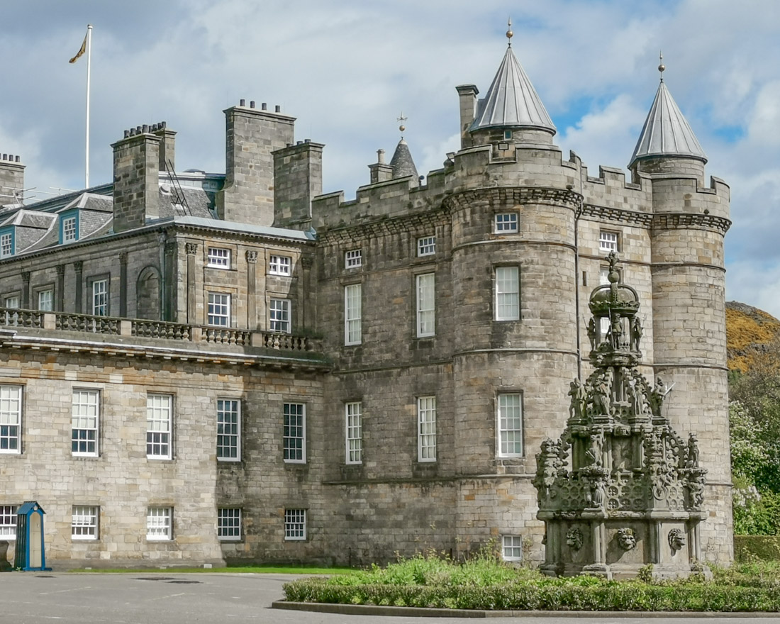 Holyrood Palace in Edinburgh Activities_