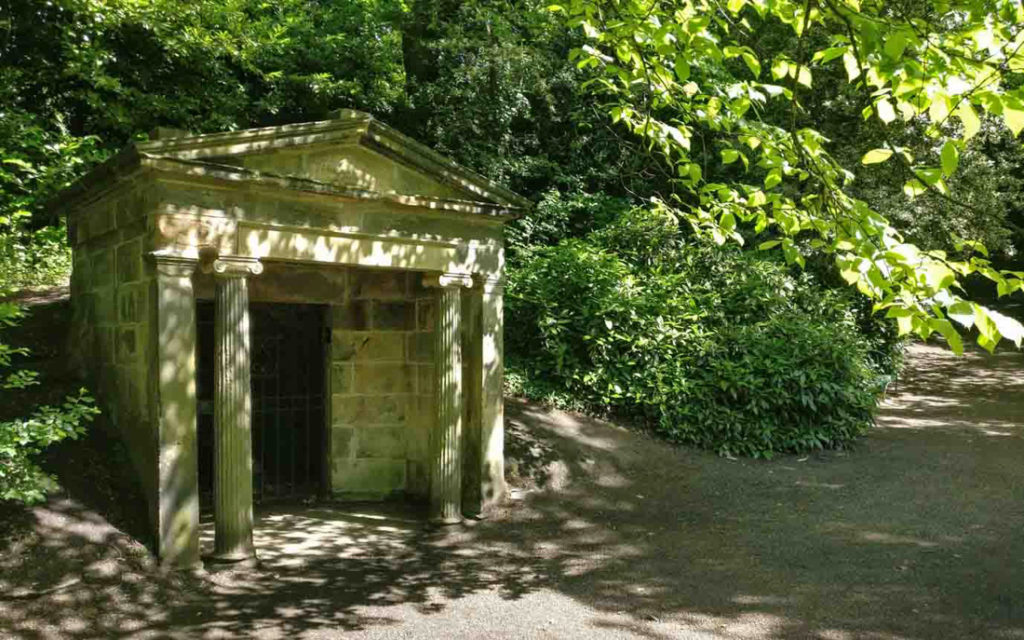 Edinburgh History Tour_Cobble Tales-Queen street park New Town - Olga G