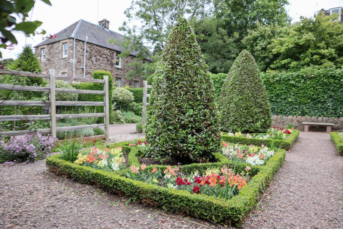 Dunbar Gardens Edinburgh in Royal Mile