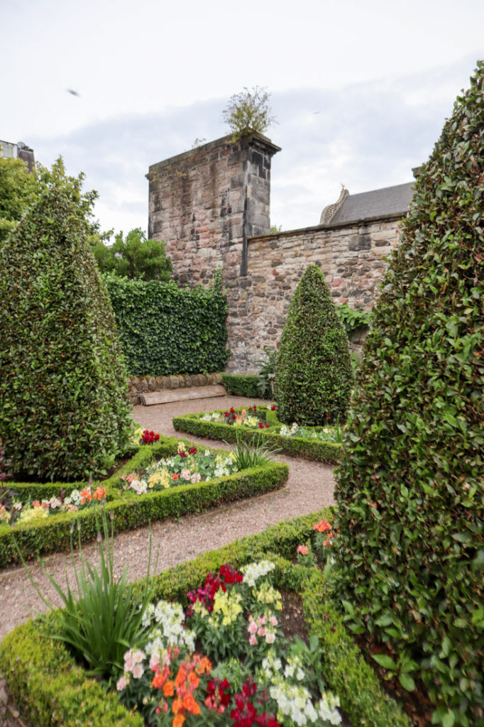 Dunbar Gardens Edinburgh on Royal Mile