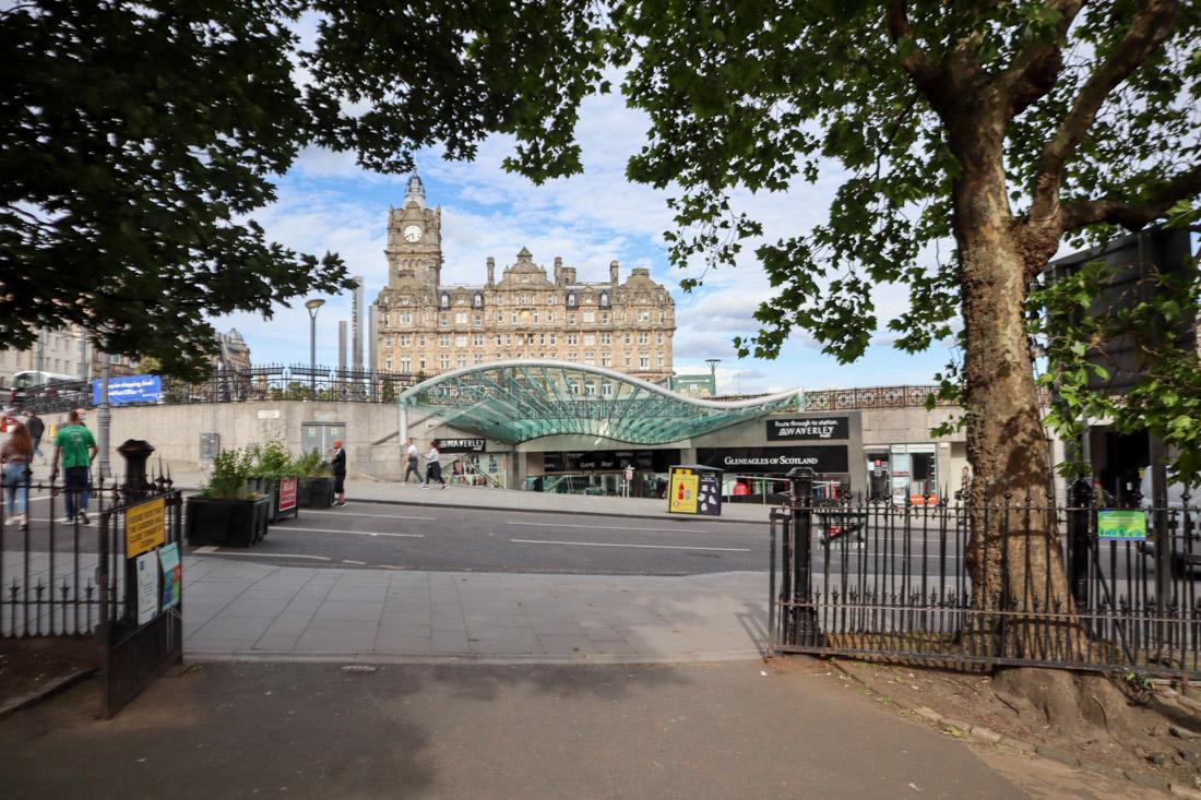 Edinburgh Waverley Shopping Centre Station