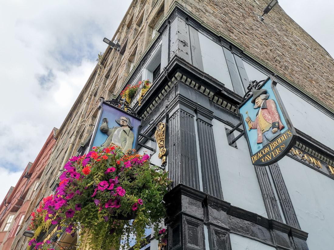 Deacon Brodiies Bar Pub Old Town Edinburgh