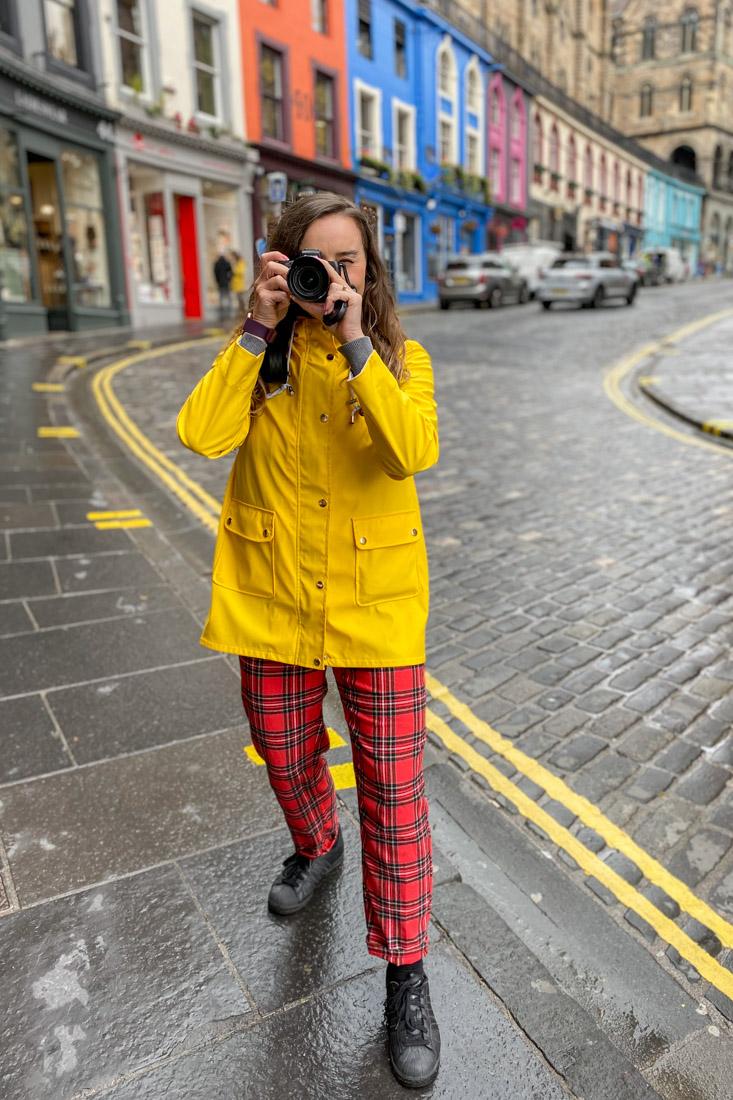 Victoria Street Gemma Yellow Coat Rain Camera Edinburgh_-4