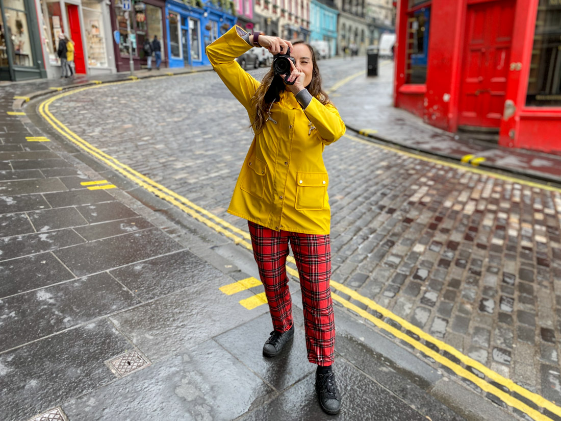 Victoria Street Gemma Yellow Coat Rain Camera Edinburgh_