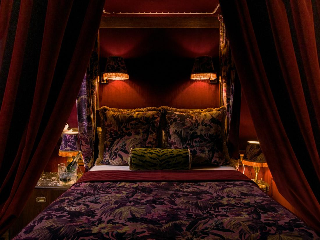 House of Gods Hotel Edinburgh Old Town Bedroom, Dark red lighting, velvet drapes