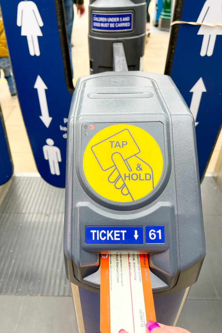 Waverley Train Station Ticket Machine Edinburgh Transport