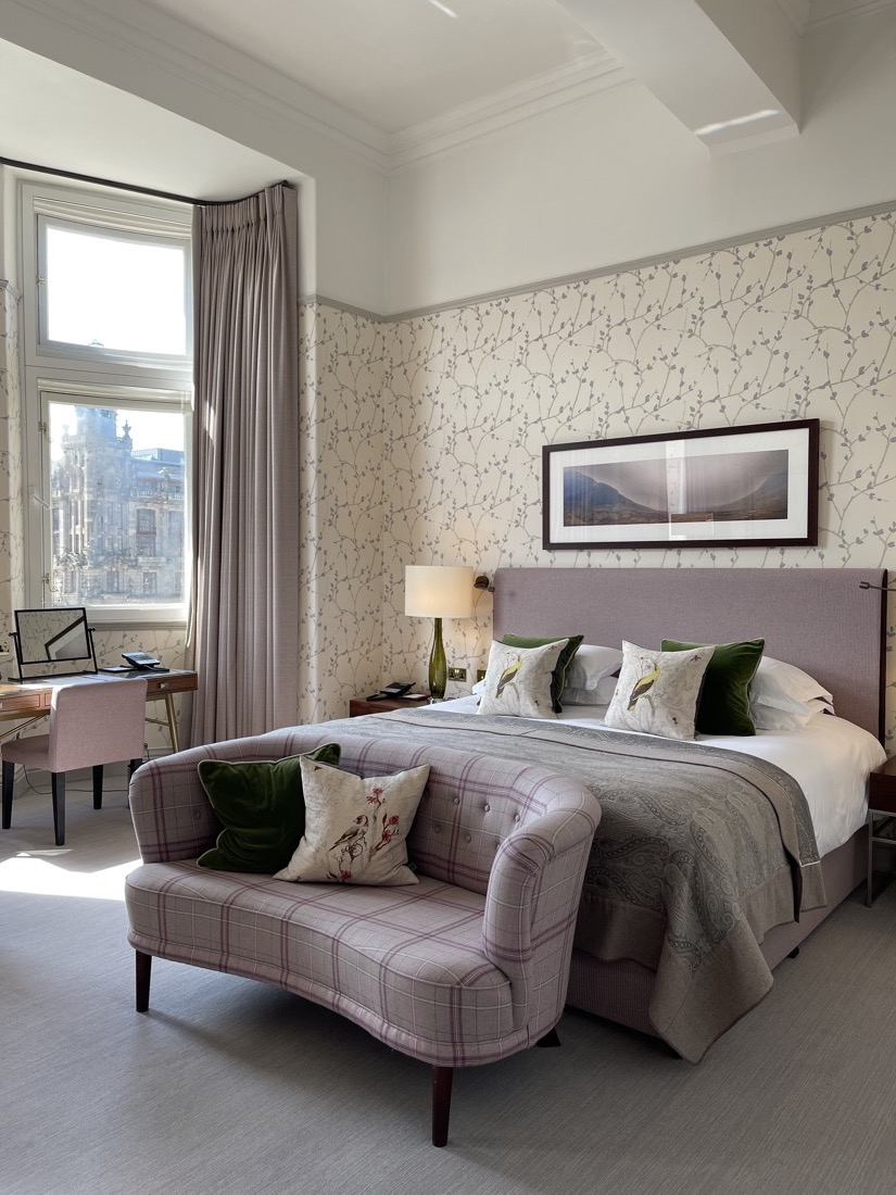 Balmoral Suite with Window