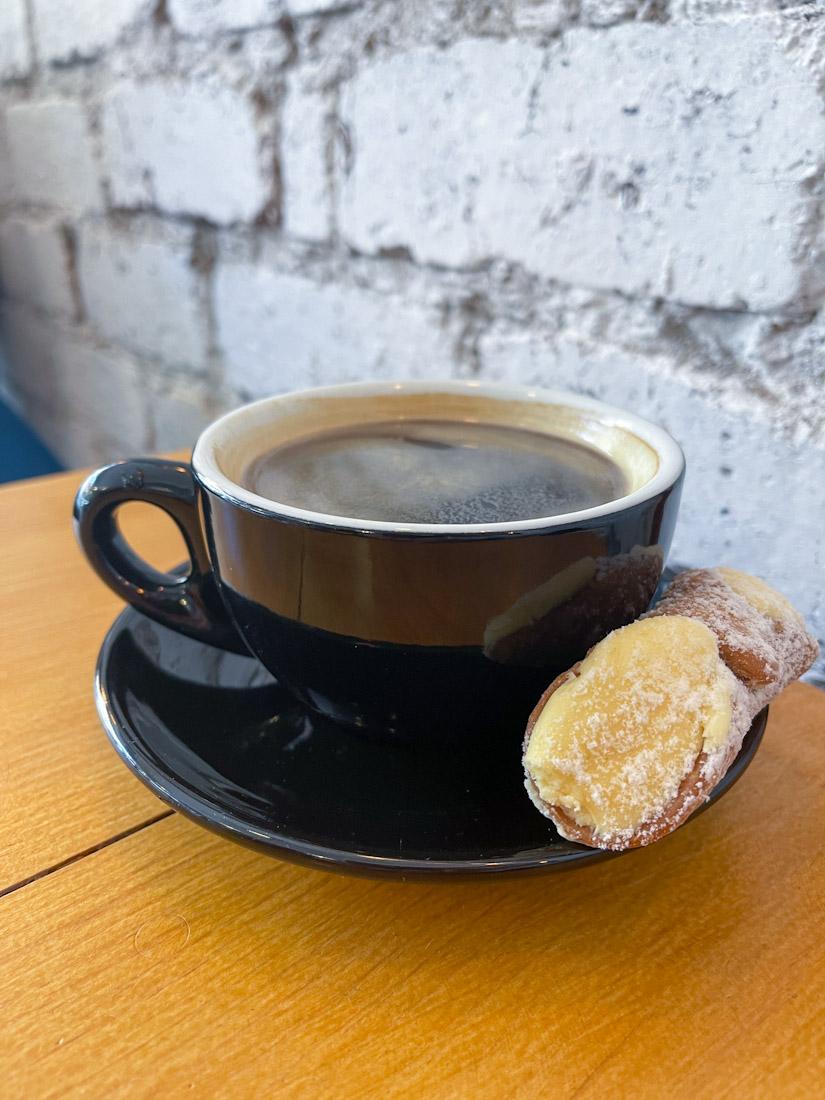 Momo cafe cake Morningside coffee