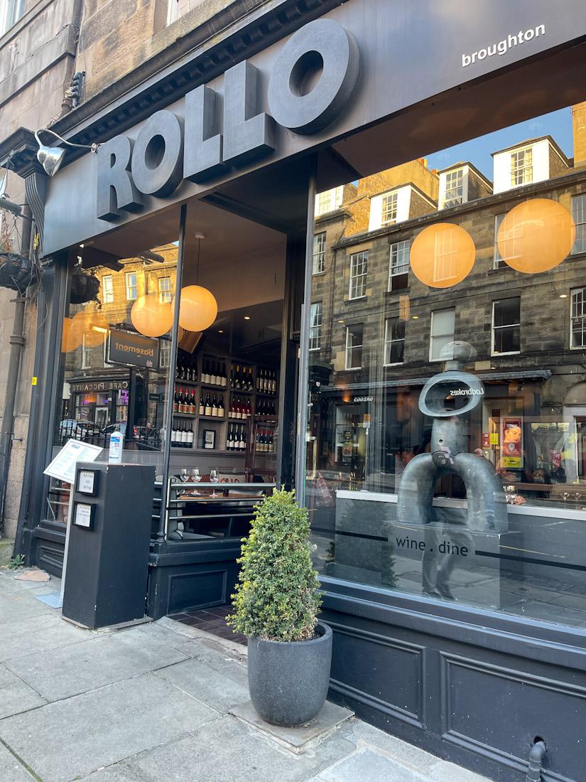 Rollo bar food